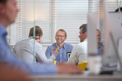 ^ Using person as foreground blur gives this Yello team meeting shot greater depth